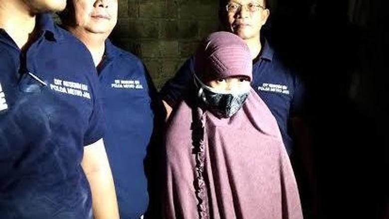 Istri Teroris Ali Tak Percaya Suaminya Terlibat ISIS dan Rakit Bom