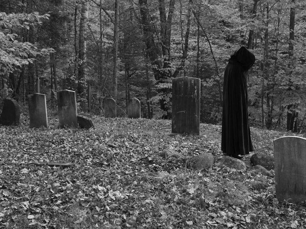 Lihat Penampakan Hantu, Pria Ini Kabur Sambil Baca Doa Makan