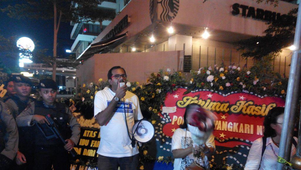 Nyalakan Lilin di Lokasi Bom Thamrin, Kontras Ajak Publik Tolak Kekerasan