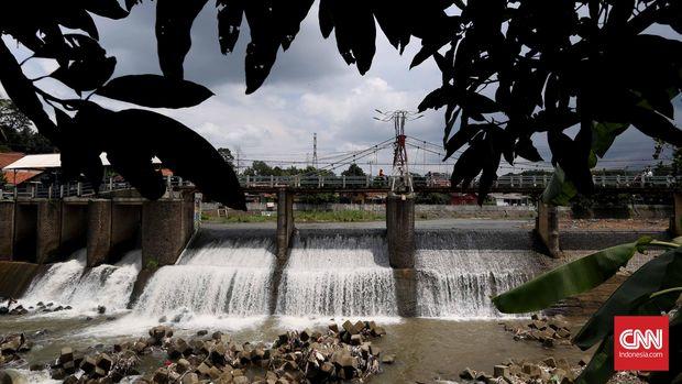 Bendung Katulampa yang terletak di kelurahan Katulampa Bogor, Rabu, 13 Januari 2016. Pada saat musim hujan, bendung ini bisa dilewati air dengan rekor debit 630 ribu liter air per detik atau ketinggian 250 centimeter yang pernah terjadi pada tahun 1996, 2002, 2007, dan 2010. CNN Indonesia/Safir Makki