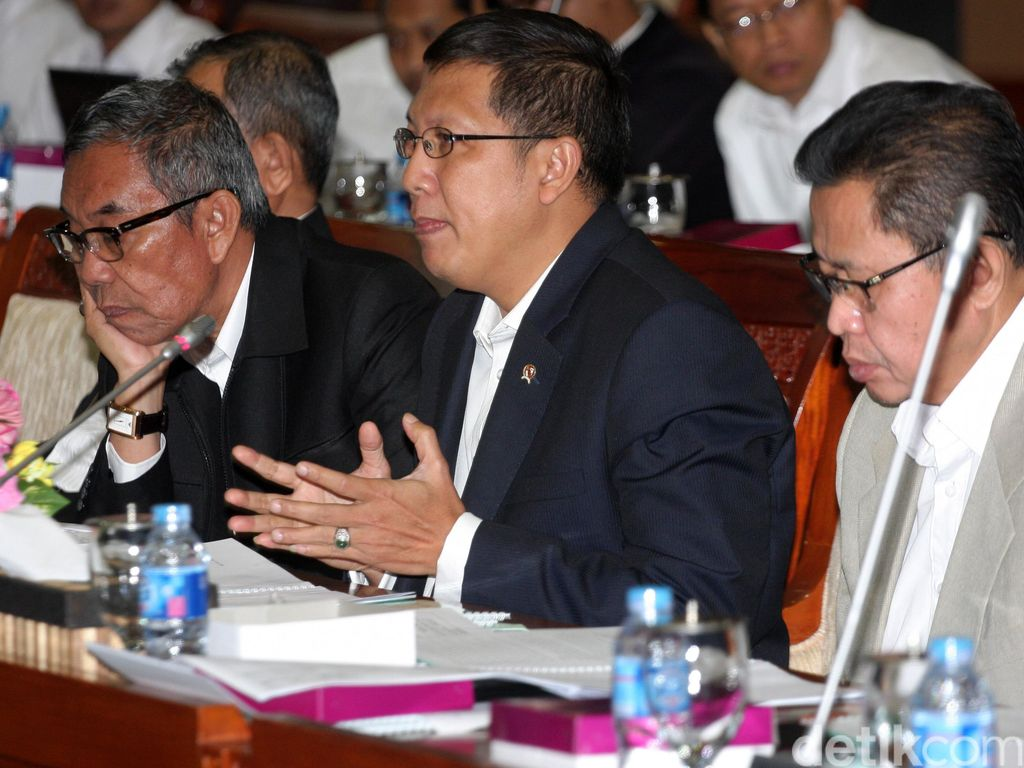 Menag Bahas Ongkos Haji dengan Komisi VII