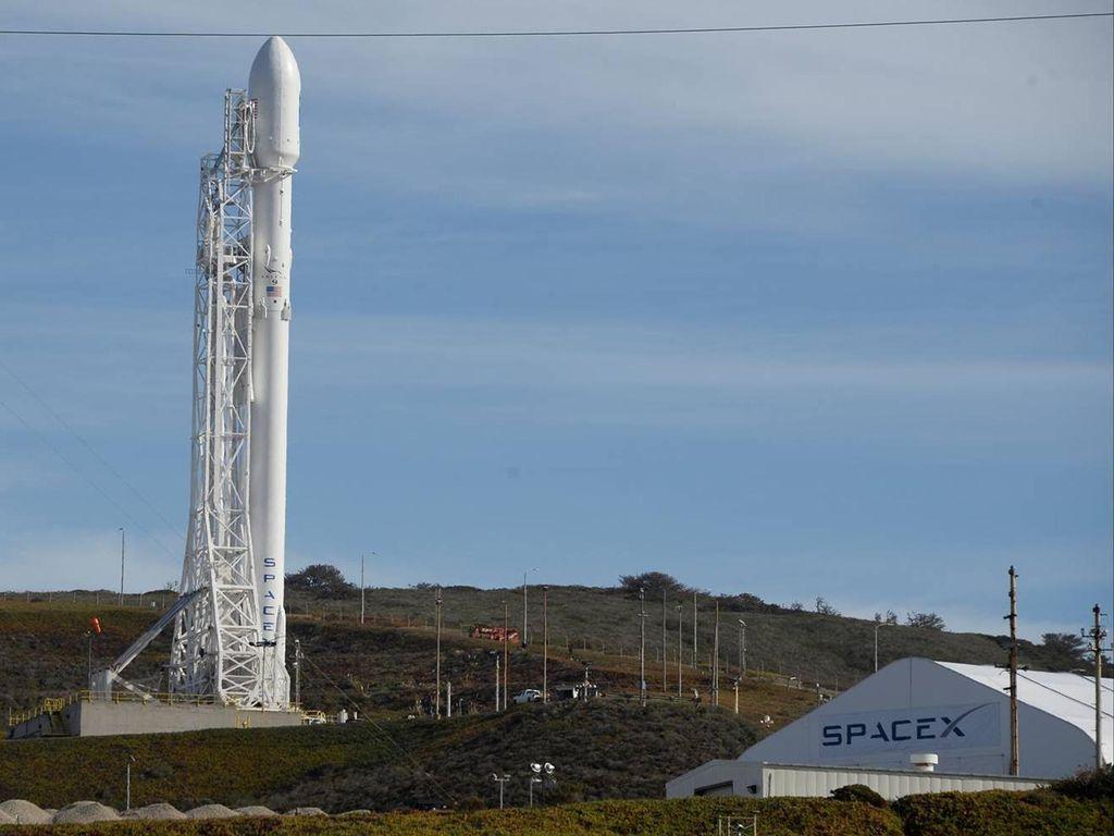 Satelit Pemburu Planet Baru Diluncurkan Besok di Markas SpaceX