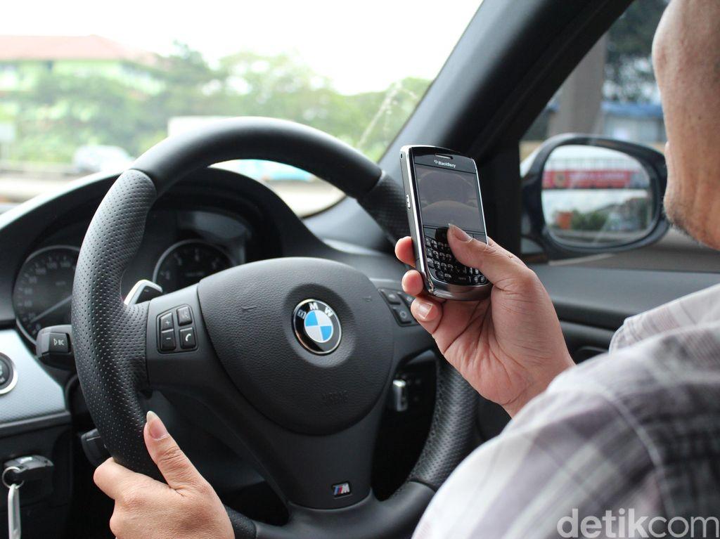 Nyetir Sambil Main HP, Denda Negara Ini Lebih Tinggi dari Indonesia