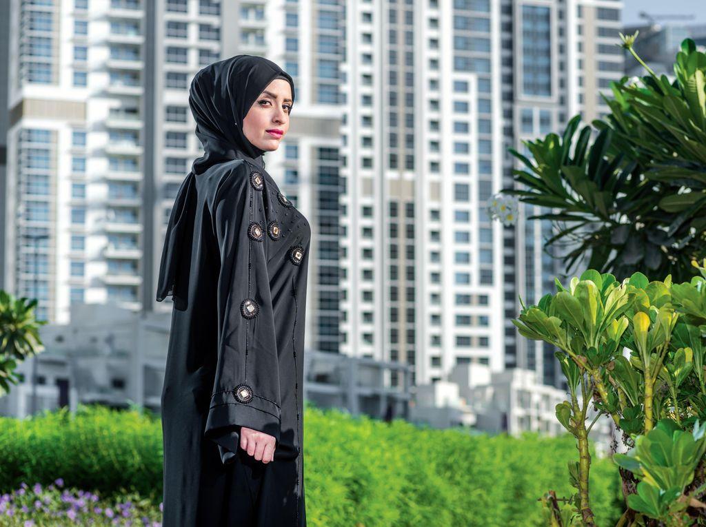 Padukan Abaya dan Jaket, Hijabers Ini Jadi Viral di Arab Saudi