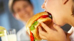 Mau Tetap Sehat dan Langsing? Hindari Asupan Ini Saat Buka Puasa