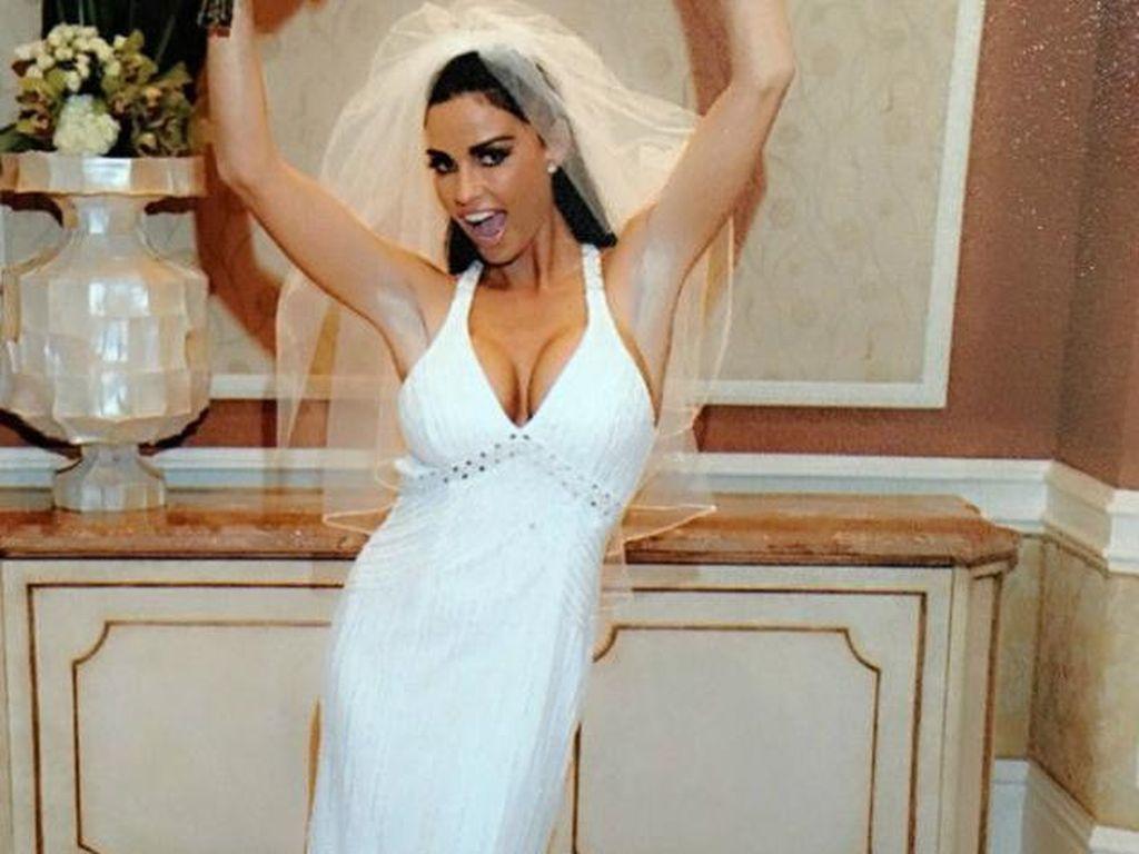 Dilelang, Gaun Pengantin Bekas Model Katie Price Ditawar Rp 19 Juta