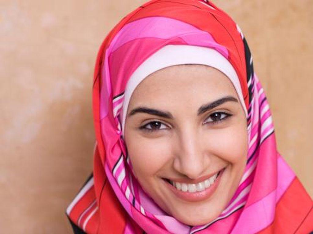 Seperti Ini Pengalaman Wanita Non-muslim Saat Coba Berhijab di Miami