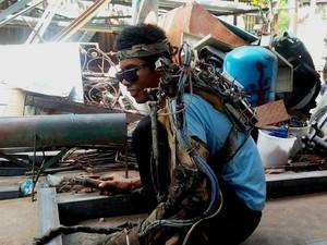 Tangan Kiri Bermasalah, Tawan Buat Lengan Robot dan Jadi Iron Man