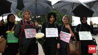 Para keluarga korban pelanggaran HAM masa lalu masih menggelar aksi Kamisan di depan Istana Negara untuk meminta pertanggungjawaban pemerintah