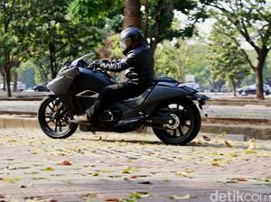 Honda Setop Penjualan Moge Futuristik NM4 Vultus