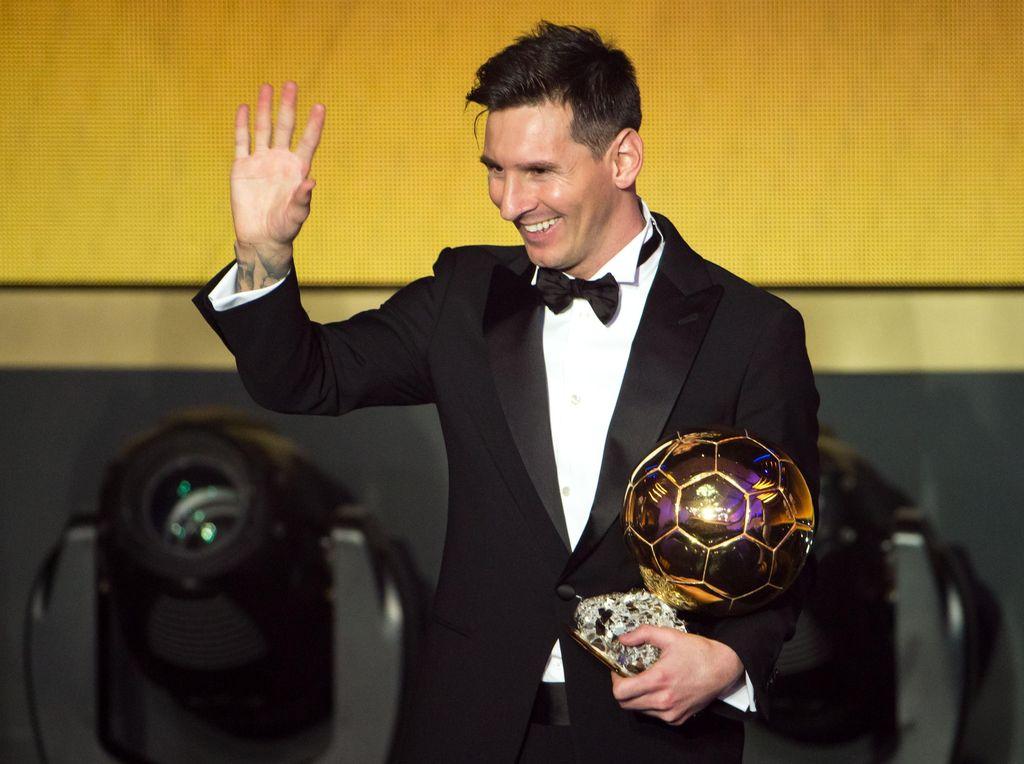 Selfie dengan Paspor Messi, Polisi Ini Terancam Dibui