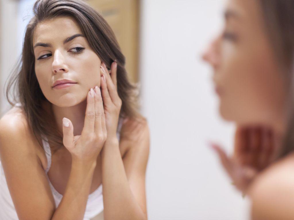 Tren Simpan Kosmetik di Kulkas Mini, Apa Manfaatnya?