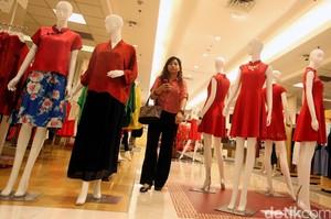 Diskon Tiap Hari Pengunjung Serbu Metro Department Store