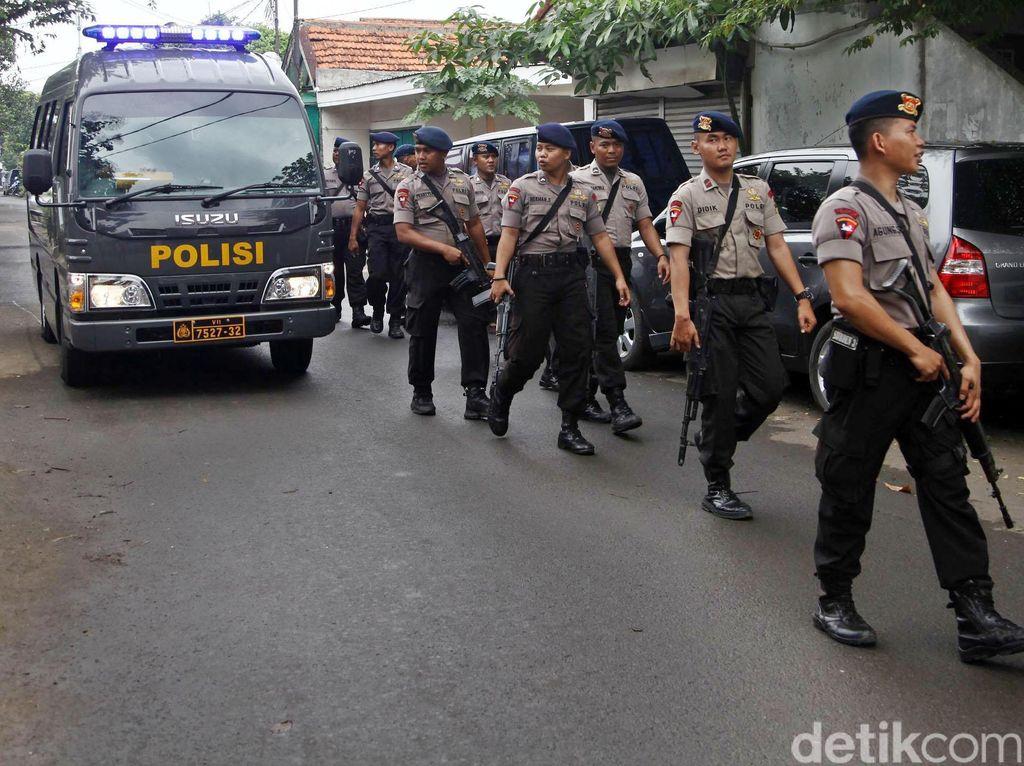 Kapolri Beberkan Penggerebekan Narkoba di Kampung Berlan di Depan Komisi III DPR