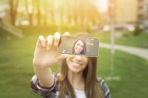 5 Gaya Selfie Wanita Terburuk