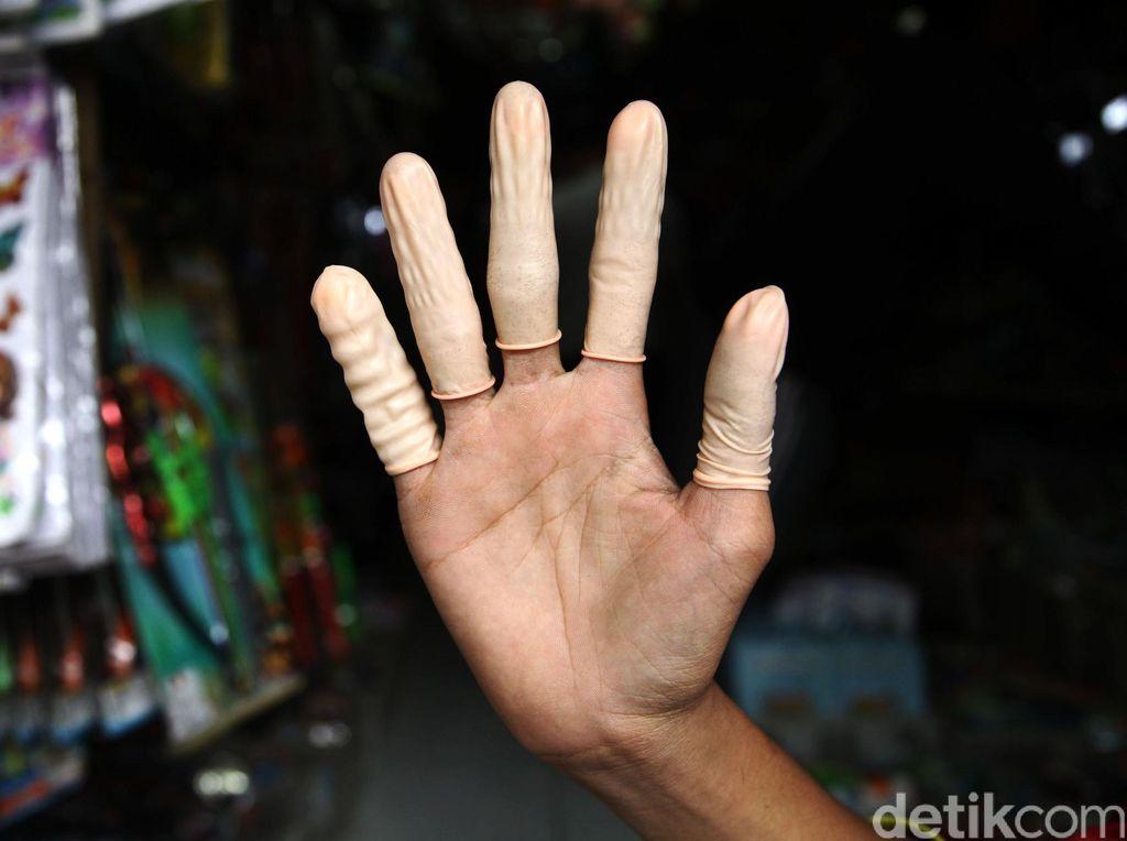 Ditemukan Mainan Anak Mirip Kondom di Jakarta