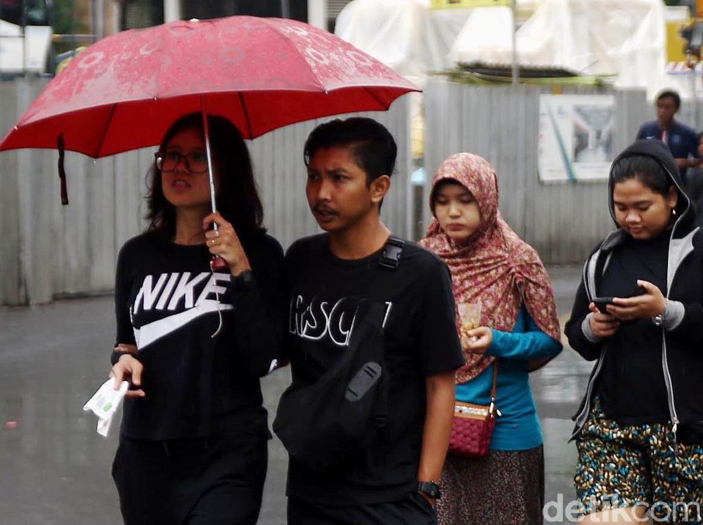 Hujan, CFD Sepi Pengunjung