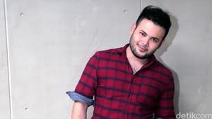 Ridho Rhoma Minta Maaf dan Menangis di Pelukan Manajer