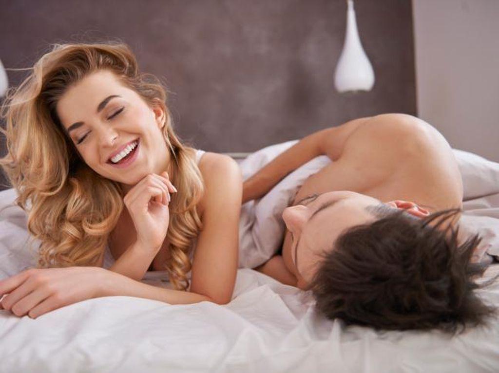 5 Posisi Seks Pembangkit Gairah di Pagi Hari