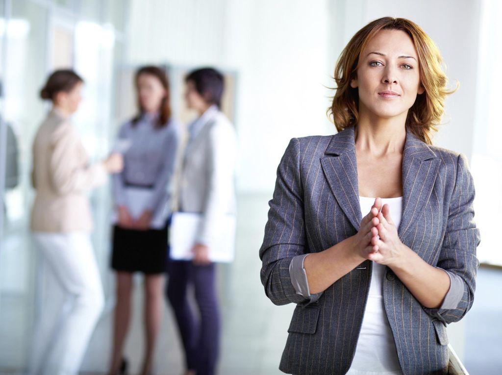 7 Bahasa Tubuh Ini Bisa Buat Wanita Tampak Lebih Percaya Diri