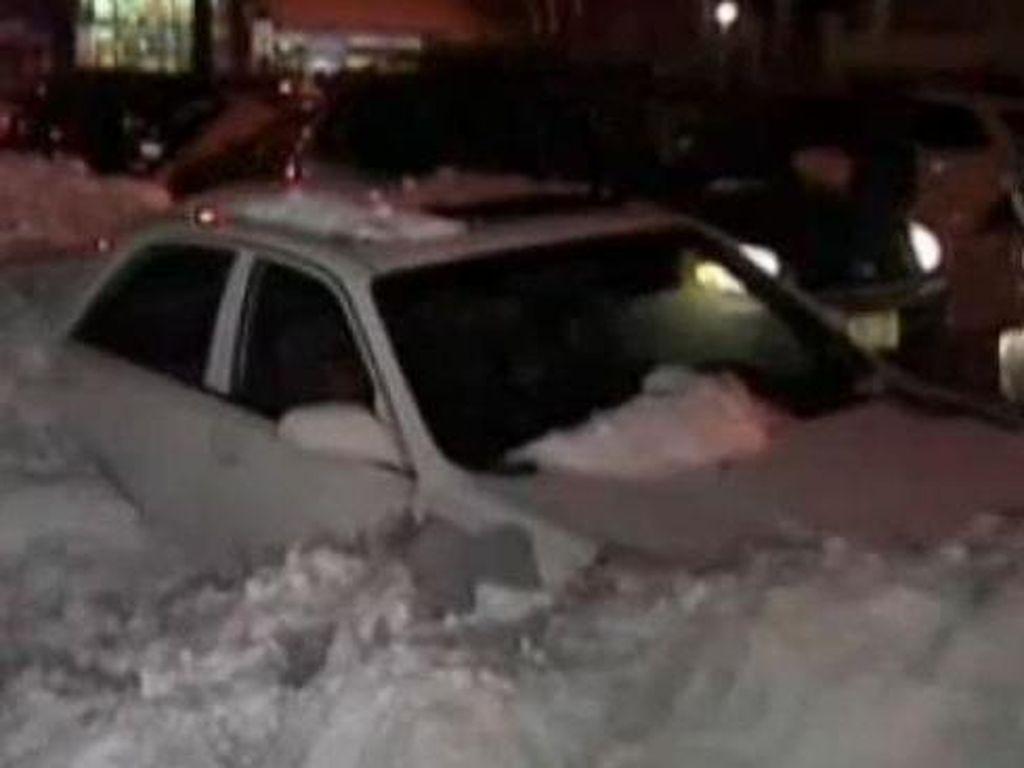 Tragis! Hangatkan Diri di Mobil Saat Badai Salju AS, Ibu dan Anak Tewas
