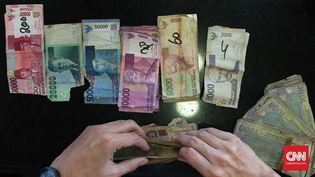 Sejumlah uang pecahan yang rusak di Bank Indonesia, Jakarta, Selasa, 26 Januari 2016. Proses pemusnahan uang yang tidak layak edar diatur dalam Peraturan Bank Indonesia (PBI) Nomor 14/7/PBI/2012 tentang Pengelolaan Uang Rupiah tertanggal 27 Juni 2012. CNN Indonesia/Safir Makki