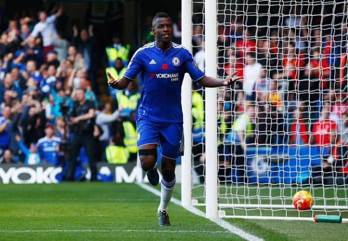 LONDON, ENGLAND - OCTOBER 31:  Ramires of Chelsea celebrates scoring his team's first goal during the Barclays Premier League match between Chelsea and Liverpool at Stamford Bridge on October 31, 2015 in London, England.  (Photo by Clive Rose/Getty Images)
