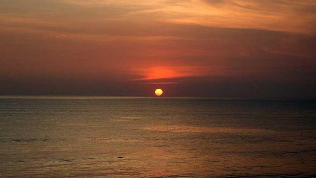 7 Daya Tarik Wisata Tanah Lot Bali