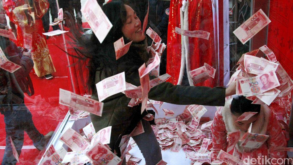 Bagi-bagi Uang di China Sambut Tahun Baru Imlek