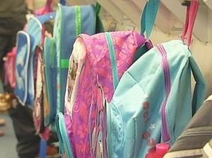 Waspadai Tas Sekolah Anak-anak yang Terlalu Berat
