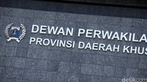 Pimpinan DPRD DKI Kritik Anies Terlalu Banyak Bikin Aturan soal Corona