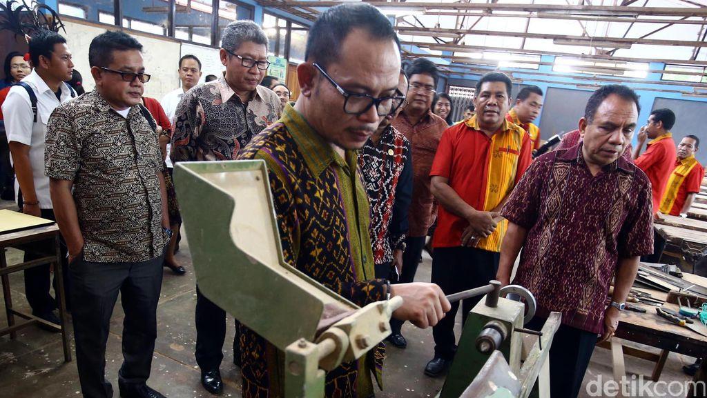 Menteri Hanif Tinjau BLK di Kupang
