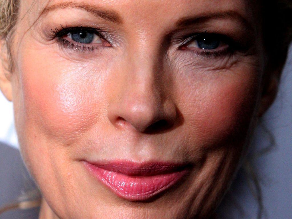 Kim Basinger Awet Muda di Usia 62 Tahun Tanpa Botox