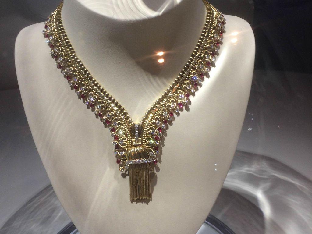 Cerita di Balik Kalung Emas Berbentuk Resleting yang Pembuatannya 15 Tahun