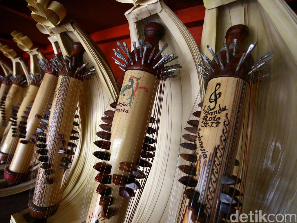 Sejarah Alat Musik Sasando dari Pulau Rote dan Cara Memainkannya