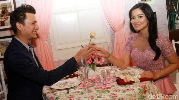 Pasangan Romantis, Titi Kamal dan Christian Sugiono