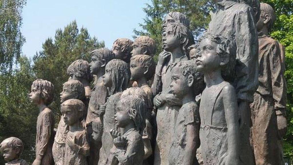 Kenapa Patung Bocah di Praha Ini Mukanya Bersedih?