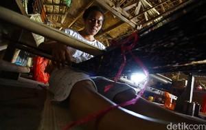 Pembuatan Tenun Ikat NTT