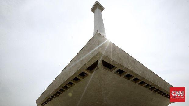 Monas (Monumen Nasional) merupakan bangunan penyatuan Lingga dan Yoni yang merupakan ritus purba seksual, Persetubuhan Suci (The Sacred Sextum). Ini adalah simbol ritual tertinggi dari para Ksatria Templar dan Freemasonry.CNN Indonesia/Andry Novelino