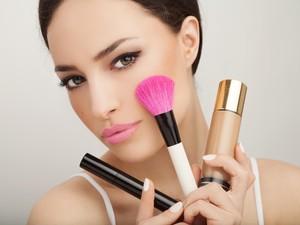 Wanita Habiskan Rp 2,6 M untuk Pakai Makeup dan Skincare Sepanjang Hidupnya