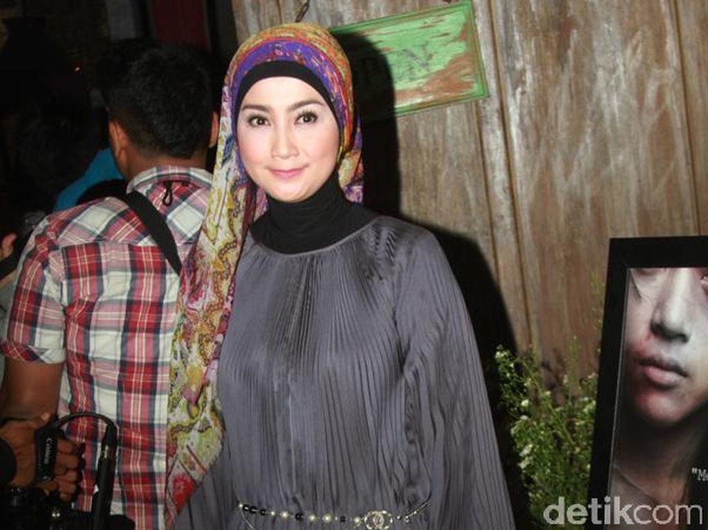Desy Ratnasari Nangis Ditampar Christine Hakim