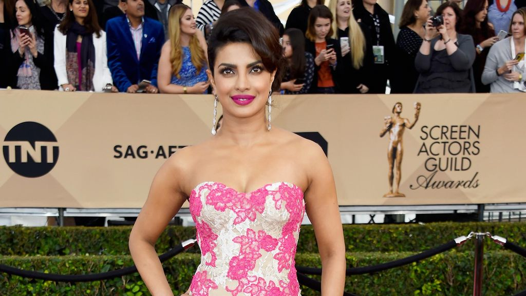 Priyanka Chopra Curi Perhatian di Red Carpet