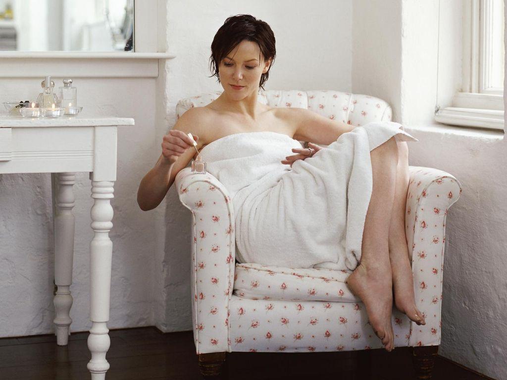 Rekomendasi Serum Peeling yang Mencerahkan Wajah untuk Perawatan di Rumah