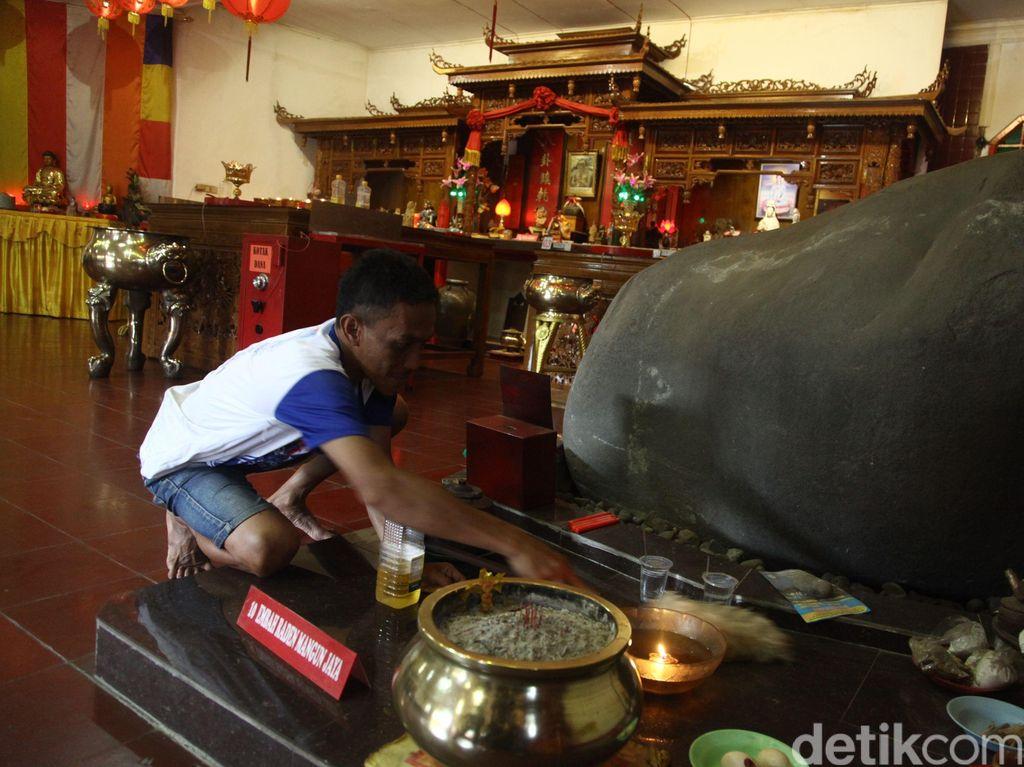 Persiapan Imlek di Vihara Tertua di Bogor