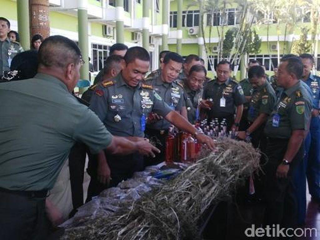 Bawa Ganja dari Perbatasan PNG, Dua Warga Jayapura Ditangkap