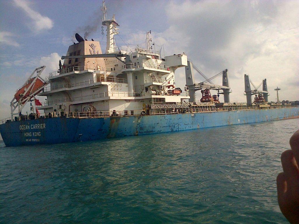 Kapal Kargo Berbendera Hong Kong Kandas di Perairan Batam