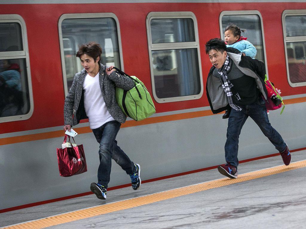 Jelang Imlek Warga China Pulang Kampung