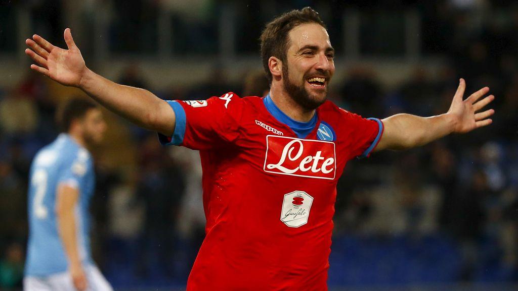 Napoli Tundukkan Lazio 2-0
