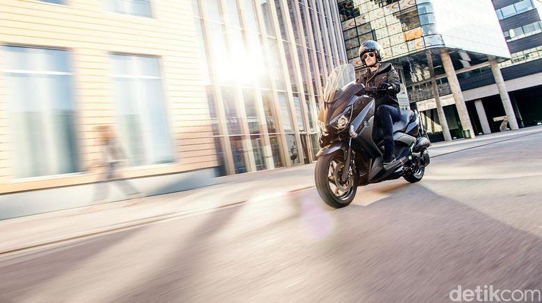 Saat Yamaha XMAX Lahir, Penjualan Motor Sport Makin Tergerus?