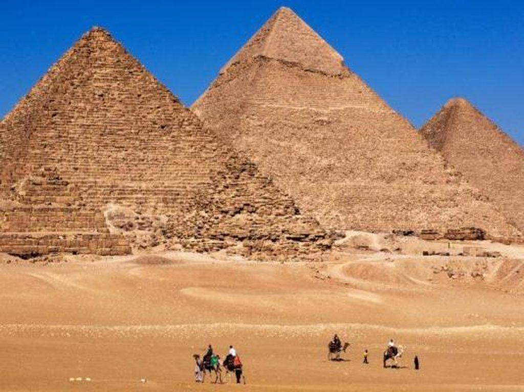 Mesir Buru Sejoli yang Rekam Video Bugil di Puncak Piramida Giza